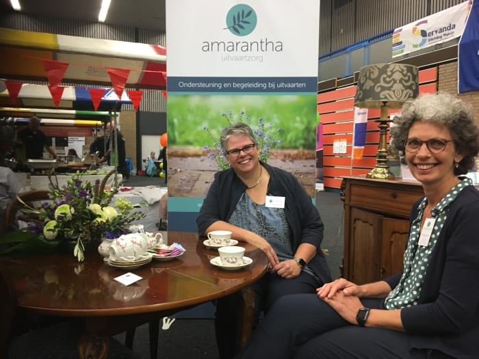 Uitvaartbegeleider Petra van de MInkelis en haar collega Laurette van Geene