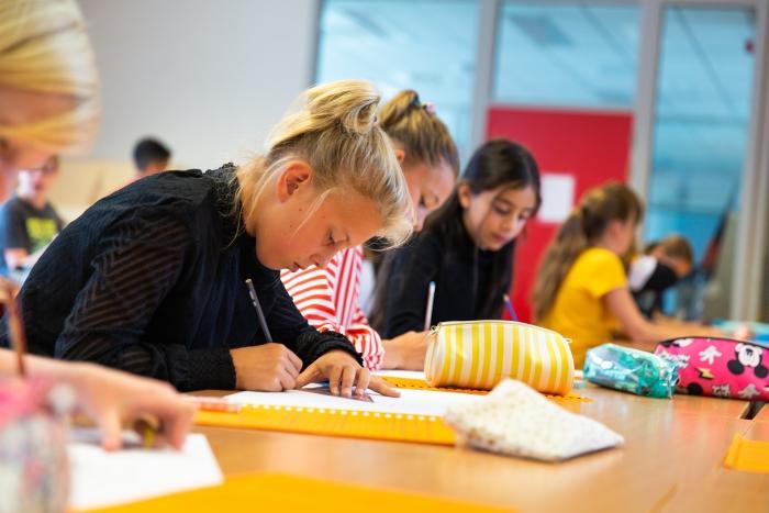 Leerlingen van Lyceum Oudehoven tijdens de les