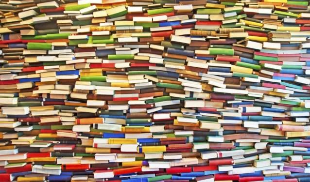 Alle boeken, die nog verkoopbaar zijn, worden in de kerk uitgestald en verkocht op zowel 12 als 13 oktober tijdens het Pinkenweekend.