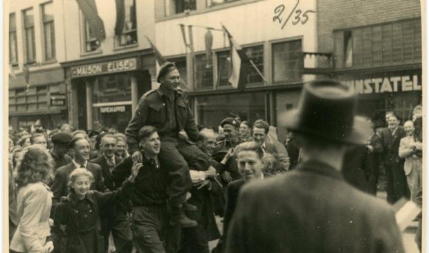 Canadese intocht in de Langestraat op 7 mei 1945.