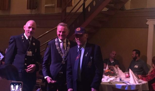 Paul Kuiper, veteranencommissie, Burgemeester Frank Dales en veteraan Engel Dekker.