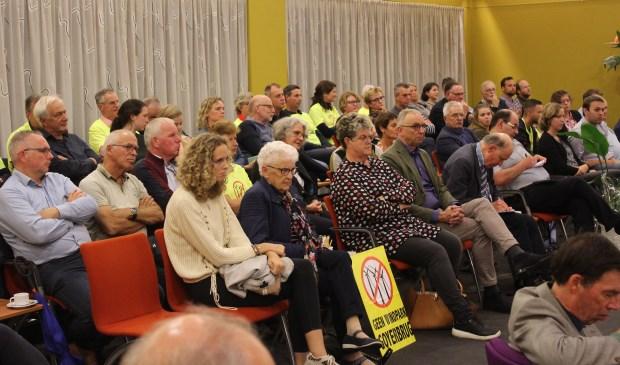 Opnieuw veel publiek bij de raadsvergadering over windpark Goyerbrug