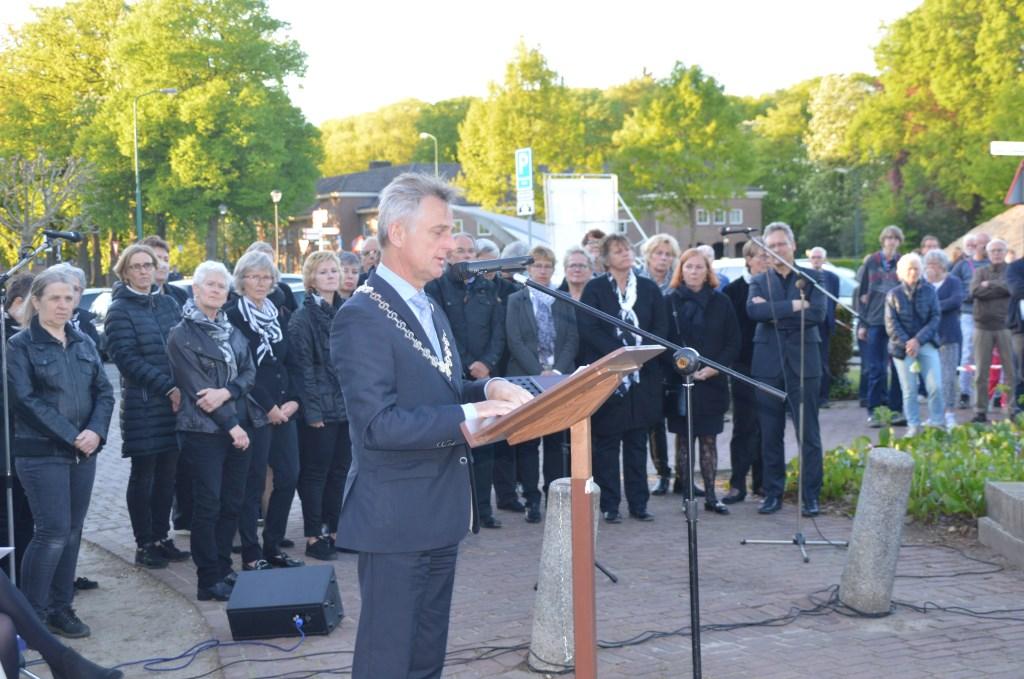 Toespraak tijdens Dodenherdenking in Soesterberg. Eempers © BDU media