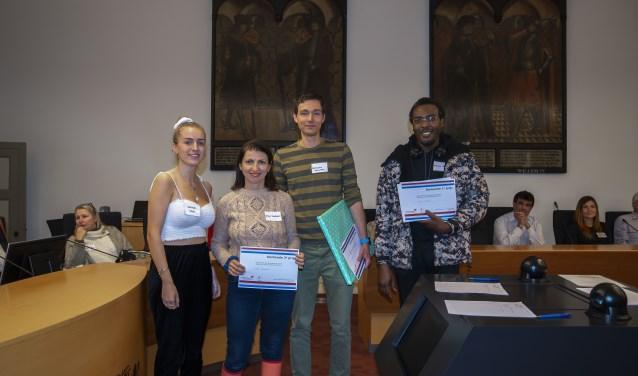 V.l.n.r. Hannah Matt (3e prijs), Alina Kenibasov (2e prijs) en twee winnaars van de 1e prijs, Konstantin Kurochkin en Martin Moses