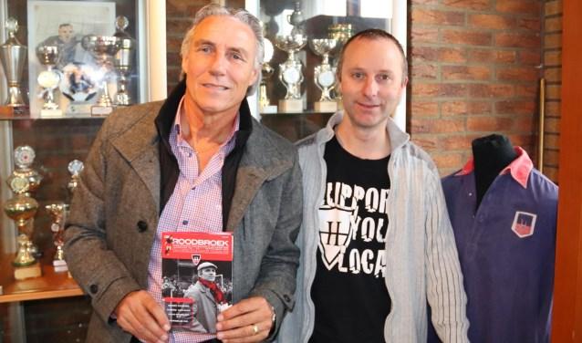 Joop Böckling (links) en Andy van der Linde in de oude bestuurskamer van HFC Haarlem.