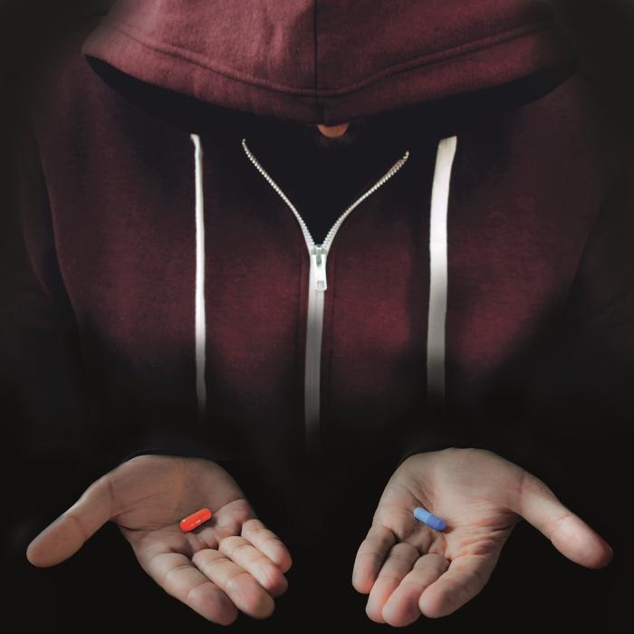 Casper met pijnstillers in zijn handen