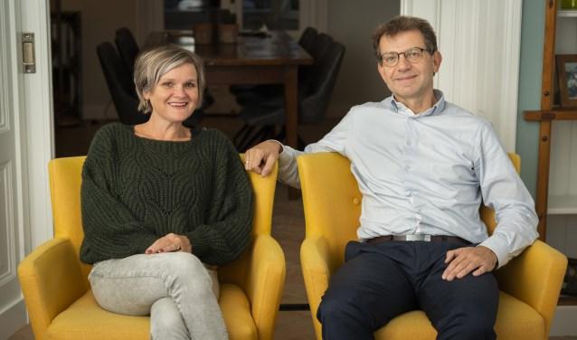 Ina en Gerald Petersen in hun nieuwe woning.