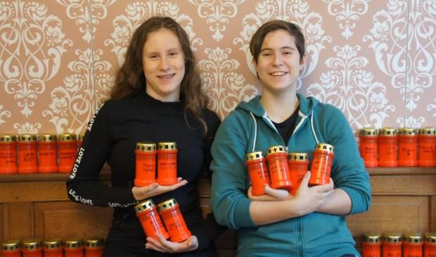 De zusjes Noa (15) en Myrthe (13) Faaij uit Driebergen.