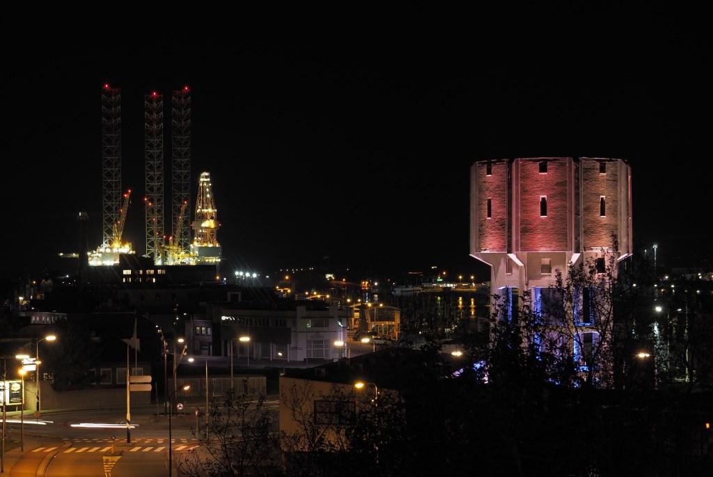 Watertoren verlicht, Dokweg, IJmuiden (FotoKvL / Ko van Leeuwen) 18-10-2018 20:08:35