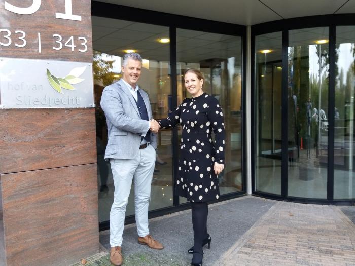 Geert Tieman (links) en Sandra Harsveldt: tevreden over samenwerking tussen Hof van Sliedrecht en De Lange Wei