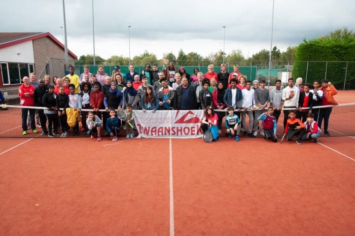 De leerlingen van ISK beleefden samen met de vrijwilligers van de tennisclub een topdag
