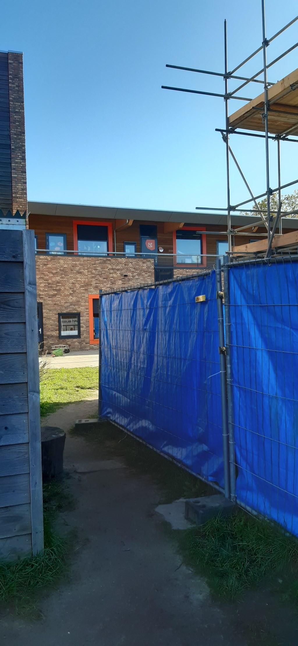 De ruimte tussen Woonzorgcentrum en Gezondheidscentrum vanaf speelplaats Camminghaschool Kuun Jenniskens © BDU media