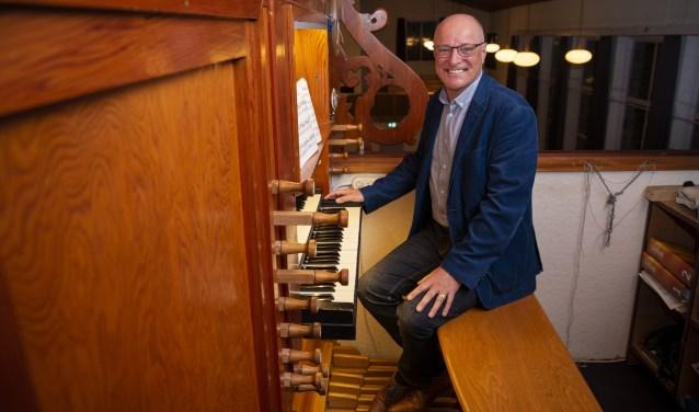 Dirk van Meerveld is veertig jaar organist bij de Gereformeerde Kerk in Zwartebroek.