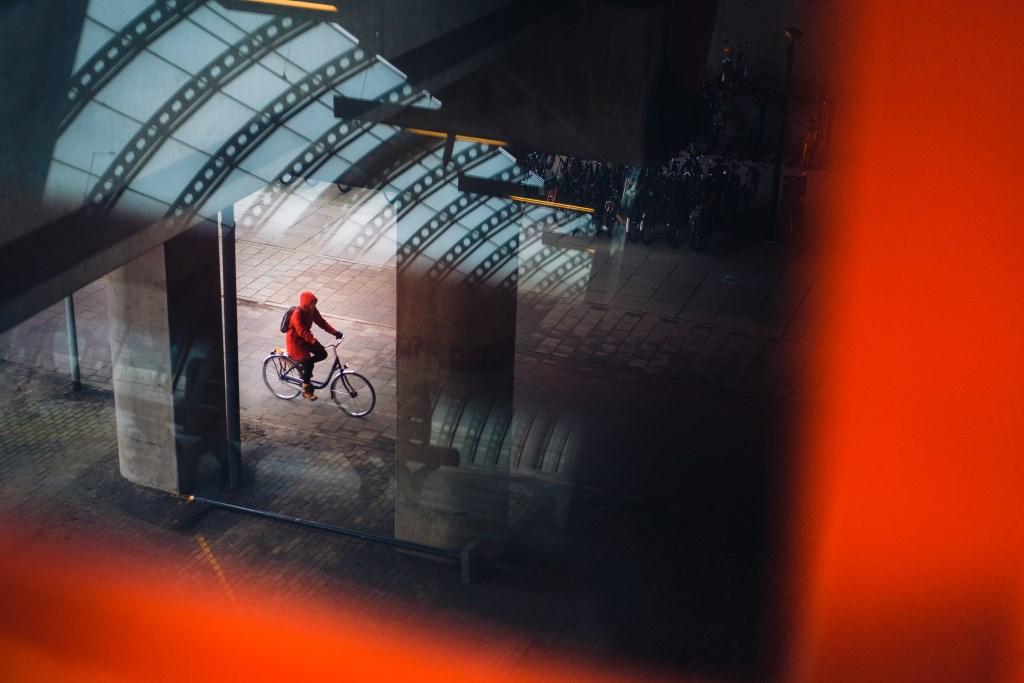 Biker in Red, Amsterdam. Bas Hordijk © BDU media