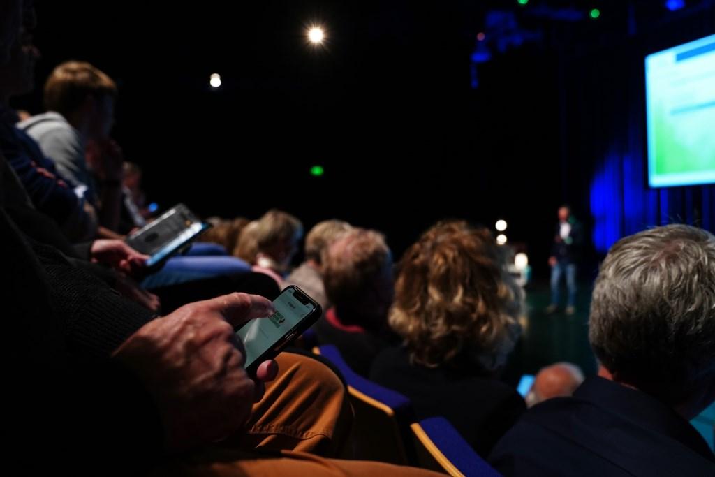 Via de smartphone kon men meedoen aan de quiz.  Naomi Heidinga © BDU media