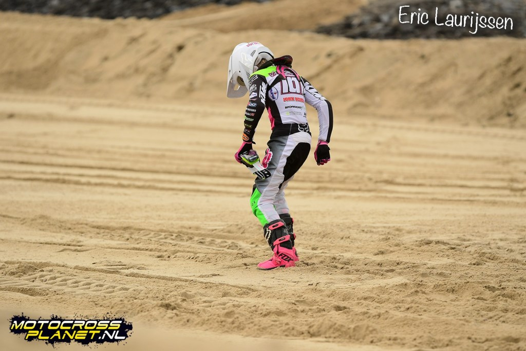Lotte van Drunen won zondag beide manches van de grote strandcross in Vlissingen.  Eric Laurijssen © BDU media