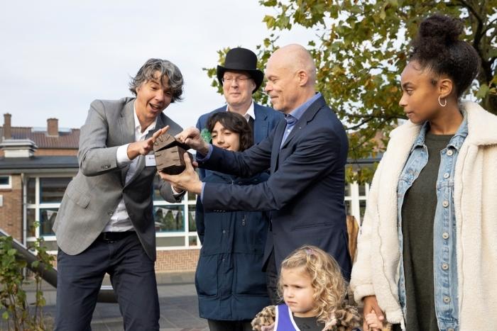 Wethouder van Eijk opent Vlinderslag Kindcentrum