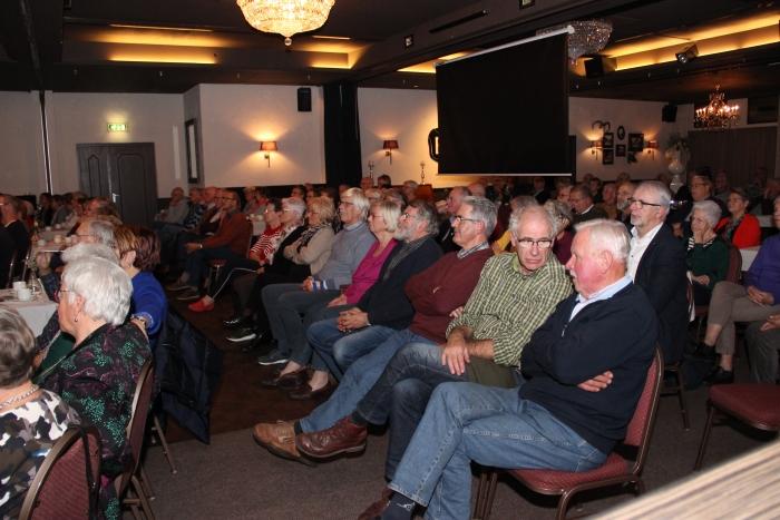 Veel Scherpenzelers en oud-Scherpenzelers bezochten de bijeenkomst over de zwemgeschiedenis.