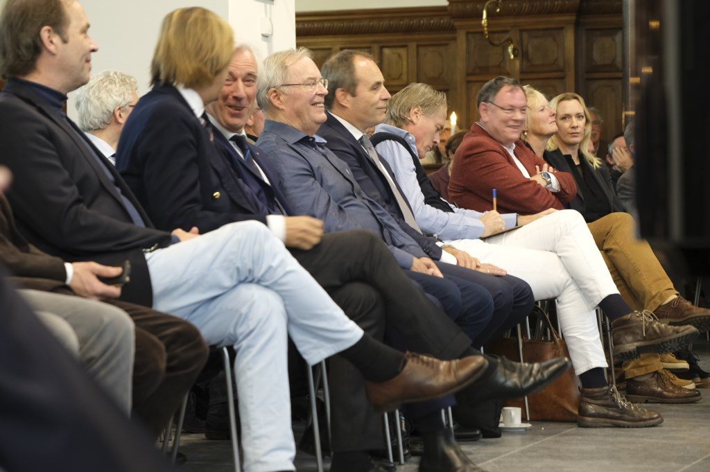 Genodigden met o.a. nazaten en Jort Kelder Monique van Assem © BDU