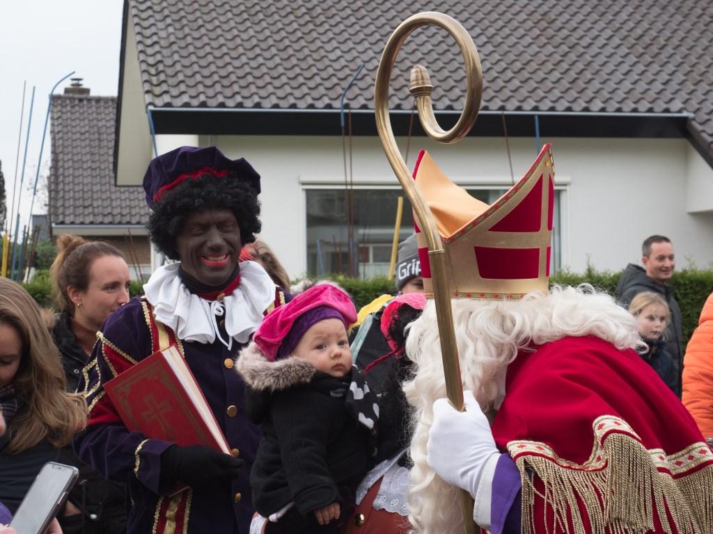 Sinterklaas geeft aandacht voor elk kind. Ab van de Pol  © BDU media