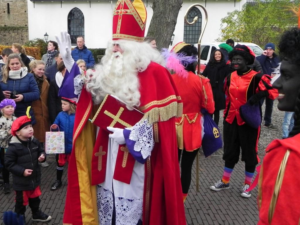 Vol ontzag keken de kinderen naar Sinterklaas. Richard Thoolen © BDU media