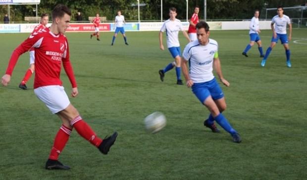 Daniël Bezembinder met de voorzet voor de 0-1 bij Zeewolde.