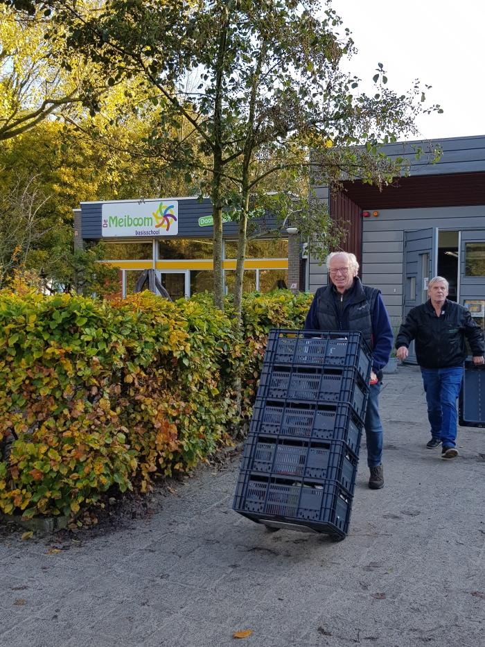 Voedselbank Haarlemmermeer haalt de ingezamelde spullen op Marlijn Peeters © BDU media