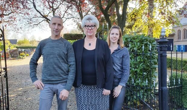 V.l.n.r. Co van Bentum, Anneke Schaap en Amanda van Putten, initiatiefnemers van Licht in Herinnering
