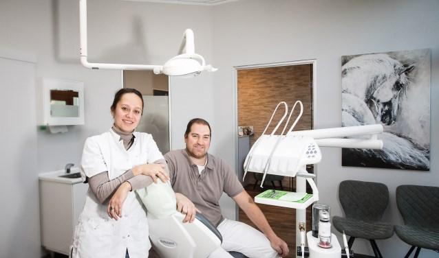 Nathalie en Niels Kemperman hebben samen een praktijk voor mondhygiëne opgezet. (foto: Ted Walker)