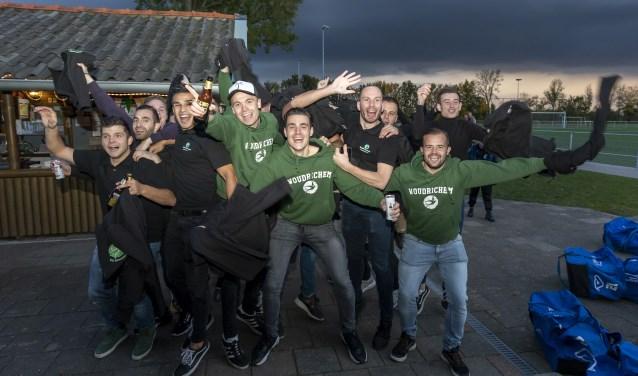 Woudrichem viert feest na het winnen van de eerste periode. JAN NOORLANDT © BDU Media