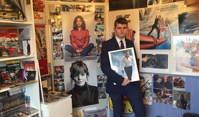 Daniél Hofman uit Houten heeft een unieke verzameling James Bond artikelen.