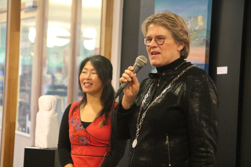 An Hong en burgemeester Cnossen Hannie van de Veen © BDU media
