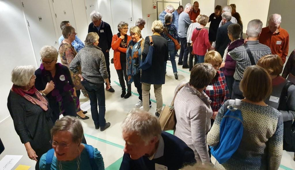 Aanwezigen maakten kennis met elkaar door middel van een spel en vragen. Irene van Valen © BDU media