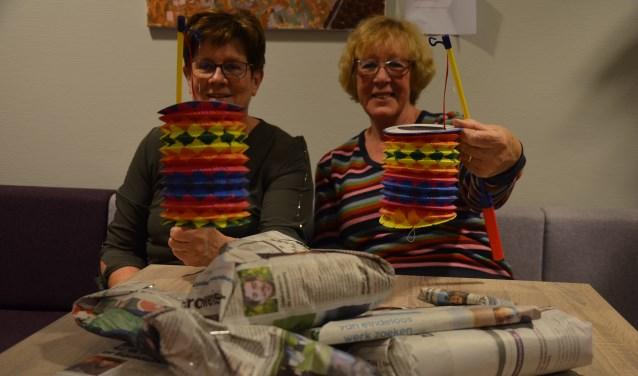 Sija van Ee en Mieke Versteeg: lampionnenoptocht en cadeautjes