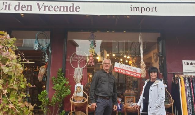 Ad en Anke Koops voor hun winkel.