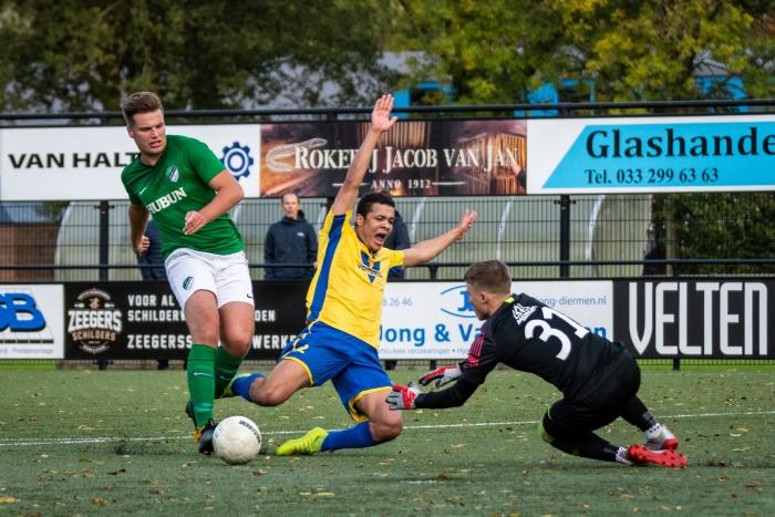 NSC Nijkerk denkt aan een strafschop, maar de scheidsrechter wil hier niet in mee. EJH Photography © BDU Media