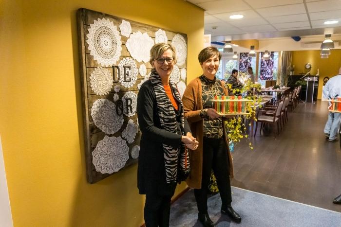 Mantelzorgers werden verwelkomd met een drankje Jolanda de Gast © BDU