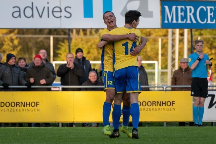 Martina en Grovenstein vieren het tweede doelpunt. EJH Photography © BDU Media