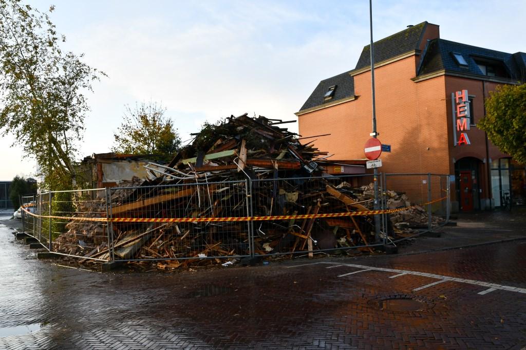 De restanten van het pand de ochtend na de brand. Donkersgoed Multimedia © BDU media