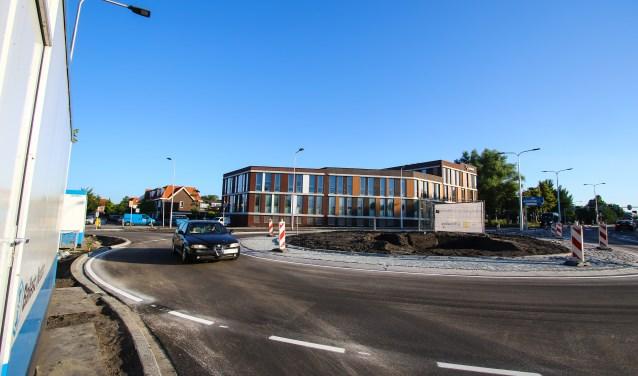 De nieuwe rotonde werd begin juli in gebruik genomen.