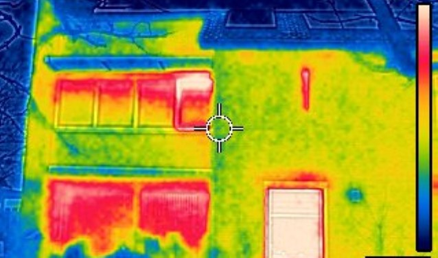 Een speciale camera maakt een 'warmtescan' om te zien waar een woning energie lekt (archief)