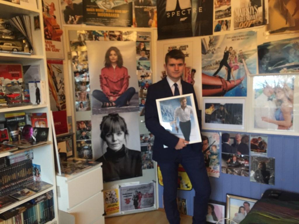 Daniël Hofman uit Houten heeft een unieke verzameling: James Bond Lia van der Heijden © BDU media