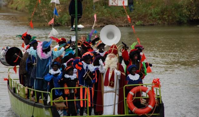 Aankomst Sint voorgaande jaren, dit jaar komen er roetveegpieten aan in Bunnik.