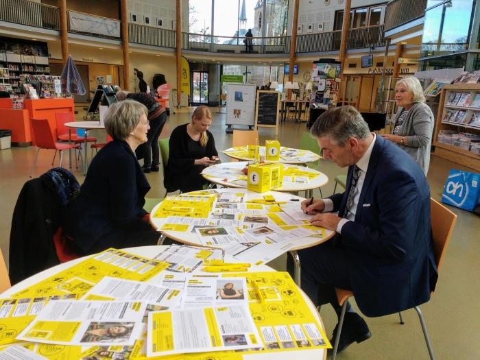 Write for Rights in Cultuurhuis Doorn met oa burgemeester Frits Naafs Wytze van der Raay © BDU