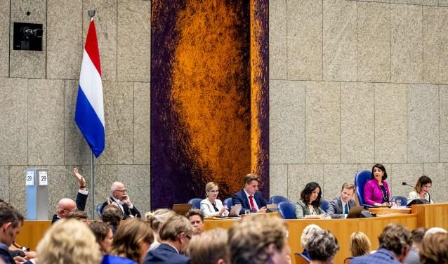 Net als in de Tweede Kamer krijgt ook het gemeentehuis in Hoofddorp op een prominente plek een Nederlandse vlag.