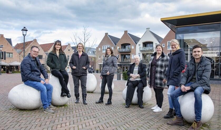 Het team dat zijn schouders zet onder Stad Nijkerk Premium. (v.l.n.r.) Berry Kamphorst, Sanne Koudijs, Belinda van der Horst, Gemma Otten, Wijnand Kooijmans, Maranke Pater, Nelleke den Besten en Paul Nolens.