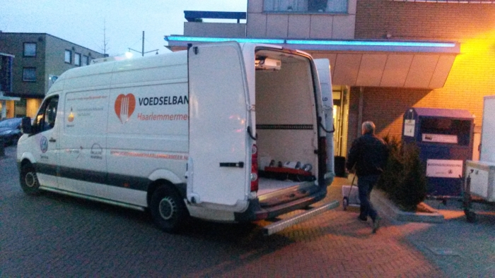 Voedselbank chauffeur haalt opbrengst op Leo Kranenburg © BDU media