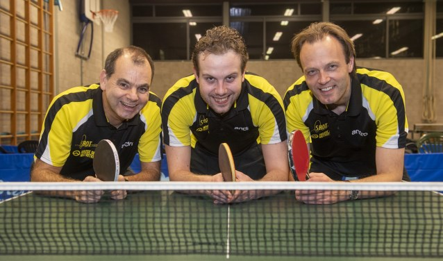 Blijdschap bij Hans van Gool, Axel Diemers en René de Gier. SHOT 1 werd kampioen en gaat dus weer naar de hoofdklasse.
