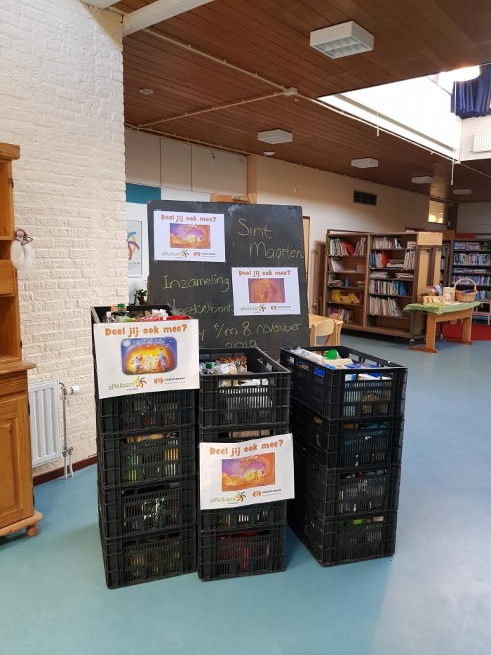 Ruim 13 volle kratten van Vrijeschool De Meiboom voor Voedselbank Haarlemmermeer  Marlijn Peeters © BDU media