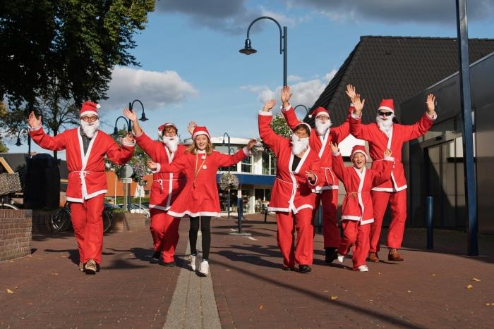 Kerstmannen oefenen voor de Rotary Santa Run